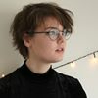Karen zoekt een Appartement/Huurwoning/Kamer/Studio/Woonboot in Amsterdam
