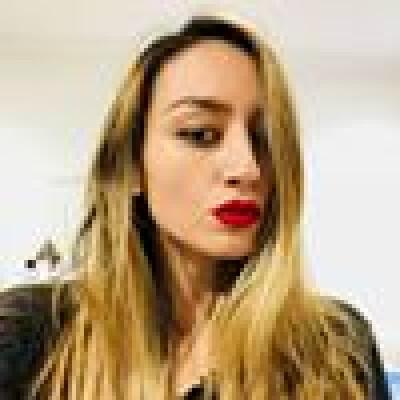 Ines Bettina zoekt een Appartement / Huurwoning / Kamer / Studio in Amsterdam