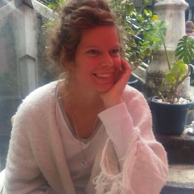 Renske zoekt een Appartement / Huurwoning / Kamer / Studio / Woonboot in Amsterdam