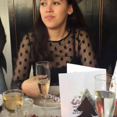 Lynn zoekt een Appartement / Huurwoning / Kamer / Studio / Woonboot in Amsterdam