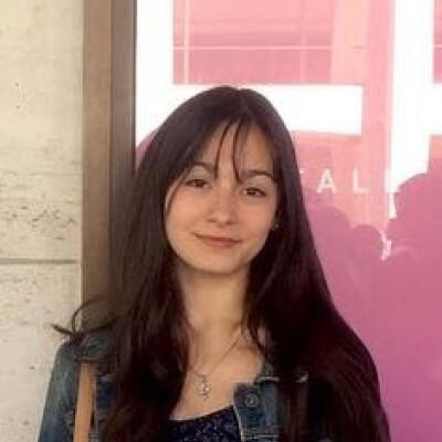 Abril zoekt een Appartement / Huurwoning / Kamer / Studio / Woonboot in Amsterdam