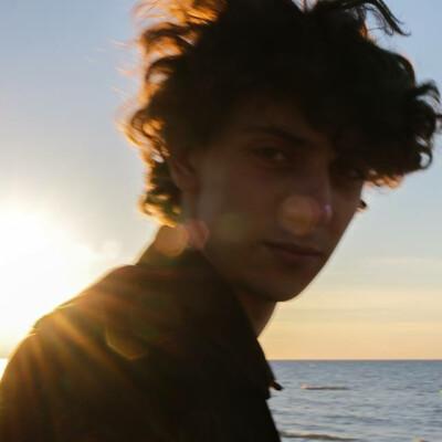 Julian zoekt een Appartement / Huurwoning / Kamer / Studio / Woonboot in Amsterdam